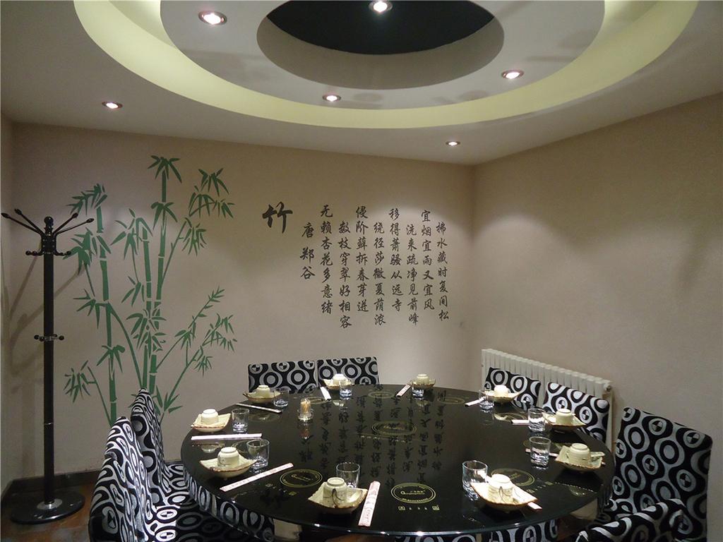 竹,象征着生命的弹力、长寿、幸福和精神真理。在这样的环境里用餐,想想都是如此的向往。
